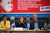 DEU, Deutschland, Germany, Berlin, 25.09.2018: Die Journalistin Mesale Tolu (M) zu Gast bei einer Fraktionssitzung von DIE LINKE. Hier mit den Vorsitzenden der Bundestagsfraktion von DIE LINKE, Dr. Sahra Wagenknecht und Dr. Dietmar Bartsch.