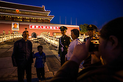 China,Beijing. A family in the Forbidden City.© Carmen Secanella