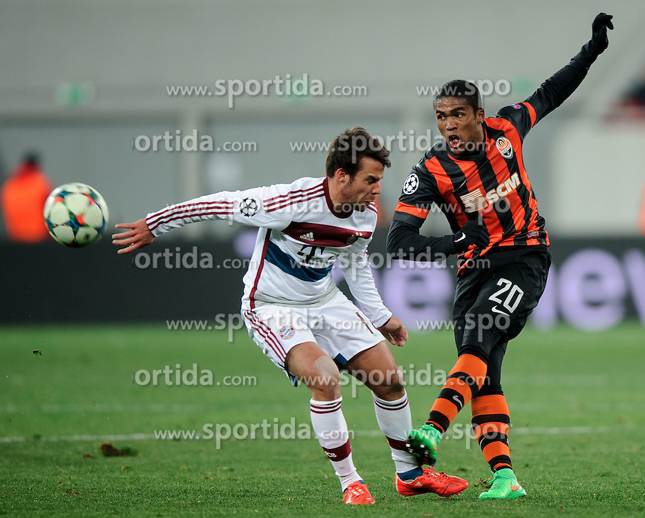 17.02.2015, Arena Lwiw, Lwiw, UKR, UEFA CL, Schachtar Donezk vs FC Bayern Muenchen, Achtelfinale, Hinspiel, im Bild JUAN BERNAT DOUGLAS COSTA // during the UEFA Champions League Round of 16, 1st Leg match between between Schachtar Donezk and FC Bayern Munich at the Arena Lwiw in Lwiw, Ukraine on 2015/02/17. EXPA Pictures &copy; 2015, PhotoCredit: EXPA/ Pixsell/ RAFAL OLEKSIEWICZ<br /> <br /> *****ATTENTION - for AUT, SLO, SUI, SWE, ITA, FRA only*****