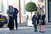 Doop Willem Jan ( 01-07-2013), zoon van Prins Floris en Prinses Aimee oppaleis het Loo<br /> <br /> Christening of Willem Jan ( 01-07-2013), son of Prince Floris and Princess Aimee on palace het Loo<br /> <br /> Op de foto / On the photo: Koning Willem-Alexander en Prinses Maxima en Koningin Amalia en Prinses Alexia en Prinses Ariane / King Willem-Alexander and Princess Maxima and Queen Amalia and Princess Alexia and Princess Ariane