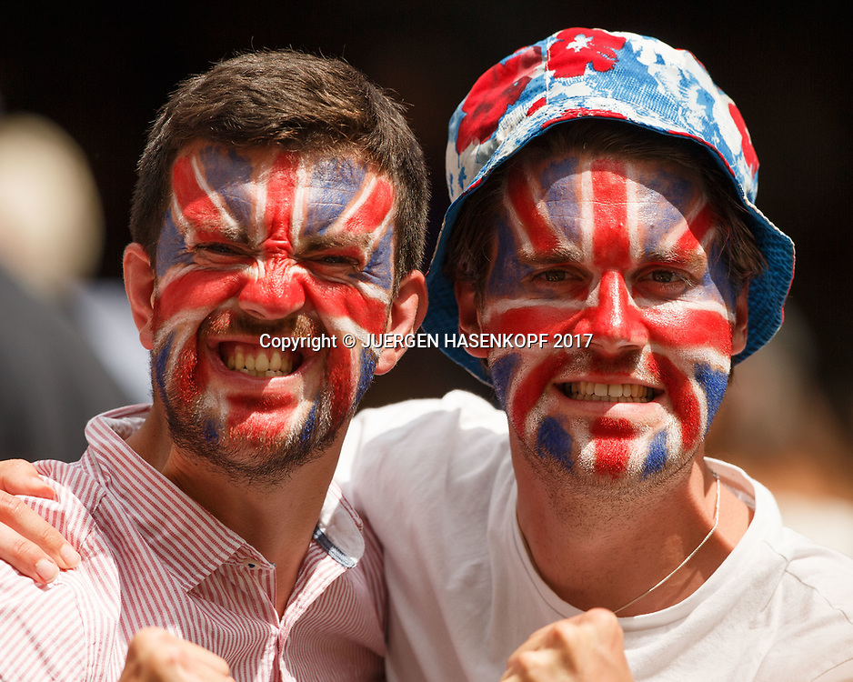 Wimbledon Feature, british Tennis Fans mit Gesichtsbemalung, Flagge,Fahne,Union Jack,Portrait,Nahaufnahme,<br /> Tennis - Wimbledon 2017 - Grand Slam ITF / ATP / WTA -  AELTC - London -  - Great Britain  - 12 July 2017.