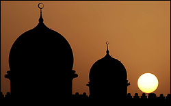 The Sunsets behind a Mosque between Dubai and Abu Dhabi, August 2008. Photo By Andrew Parsons/i-Images