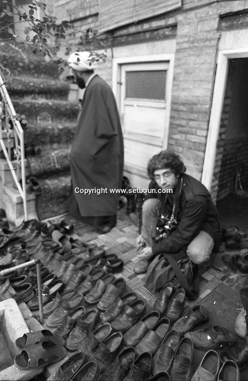 Iran - 13/12/1979 -   after some fighting for autonomy.  meeting beetween clerics of tabriz and a delegation of Khomeyni  in Tabriz / rassemblement de mollahs - rencontre entre le clerge de Tabriz qui soutient les revendications autonomistes et les envoyes de Khomeyni