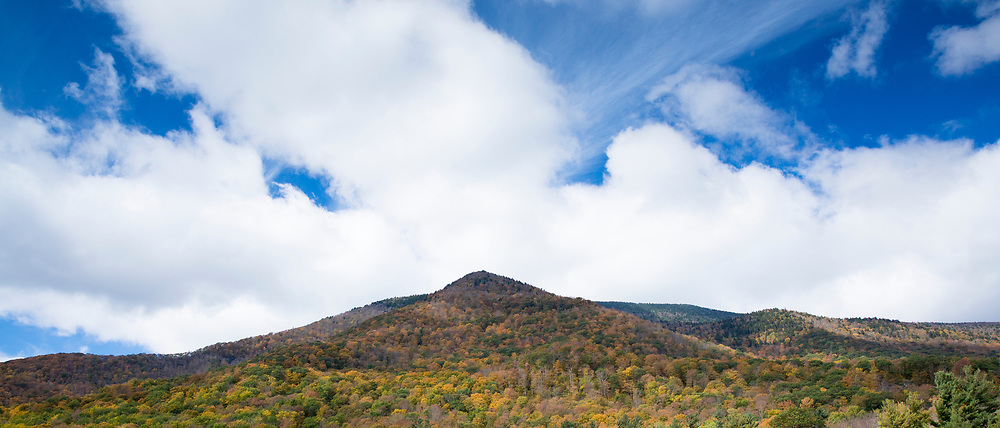 The Fall colours at picturesque and spectacular The Equinox Mountain in Manchester, Vermont, USA