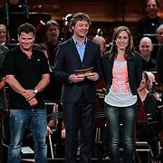 NLD/Haarlem/20121002- Opname AVRO's programma Maestro, presentator Frits Sissing, deelnemers Brecht van Hulten, Lenette van Dongen, Wolter Kroes, Joep Sertons