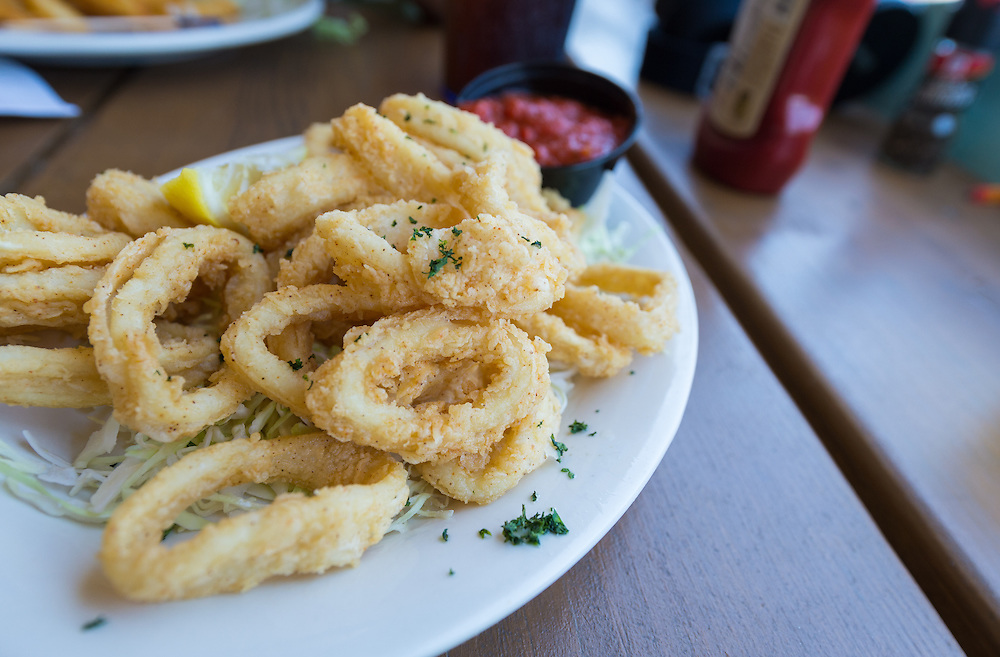Plate of fried calamari served in a restaurant.