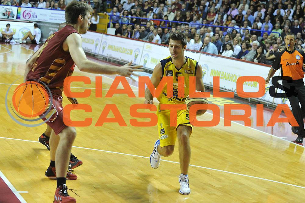 DESCRIZIONE : Venezia Lega A 2012-13 EA7 Umana Venezia Sutor Montegranaro<br /> GIOCATORE : daniele cinciarini<br /> CATEGORIA : palleggio<br /> SQUADRA : Umana Venezia Sutor Montegranaro<br /> EVENTO : Campionato Lega A 2012-2013 <br /> GARA : Umana Venezia Sutor Montegranaro <br /> DATA : 04/11/2012<br /> SPORT : Pallacanestro <br /> AUTORE : Agenzia Ciamillo-Castoria/M.Gregolin<br /> Galleria : Lega Basket A 2012-2013  <br /> Fotonotizia : Venezia Lega A 2012-13 Umana Venezia Sutor Montegranaro<br /> Predefinita :