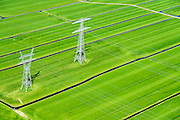 Nederland, Noord-Holland, Amsterdam-Noord, 20-04-2015; landelijk Noord, hoogspanningsmasten tussen Zunderdorp en Ransdorp. Op deze lokatie lopen twee lijnen van het landelijk koppelnet van TenneT, het hoogspanningsnet dat landelijke elektriciteitscentrales verbindt.<br /> Powerless belonging to the nationwide high tension network. <br /> <br /> Polder and village north of Amsterdam.<br /> luchtfoto (toeslag op standard tarieven);<br /> aerial photo (additional fee required);<br /> copyright foto/photo Siebe Swart