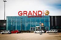 2020-03-23 | Växjö, Sverige: En nästan tom parkering vid köpcentrum Grand Samarkand på grund av smittorisken av Coronaviruset Covid-19. ( Foto av: Fredrik Sten | Swe Press Photo )<br /> <br /> Nyckelord: