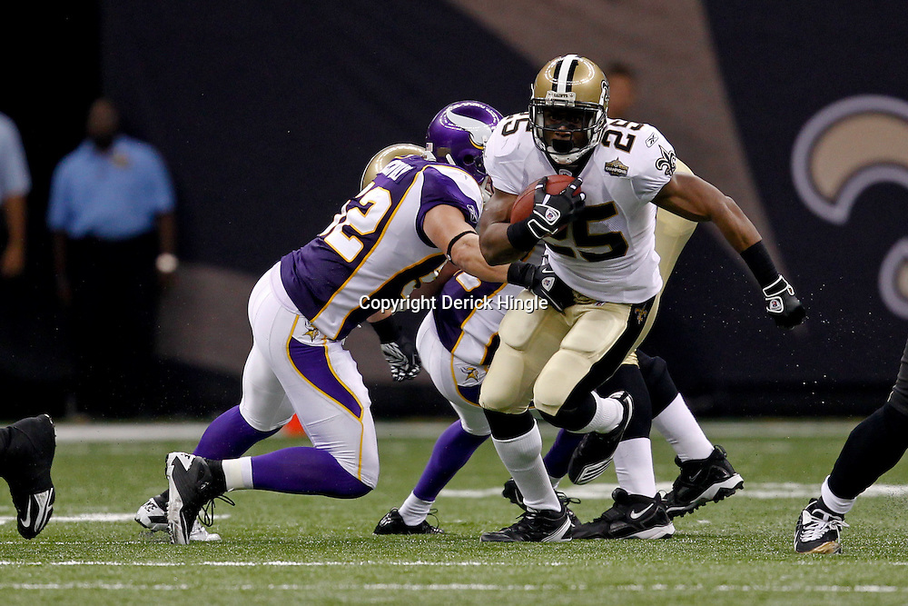 September 9, 2010; New Orleans, LA, USA;  New Orleans Saints running back Reggie Bush (25) runs past Minnesota Vikings linebacker Chad Greenway (52)during the NFL Kickoff season opener at the Louisiana Superdome. The New Orleans Saints defeated the Minnesota Vikings 14-9.  Mandatory Credit: Derick E. Hingle