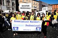 Roma 13 Aprile 2011.Pzza Navona.La sanità non può essere abusiva.. Manifestazione dei professionisti della sanità per chiedere l'approvazione del disegno di legge con cui si istituiscono gli ordini delle professioni sanitarie