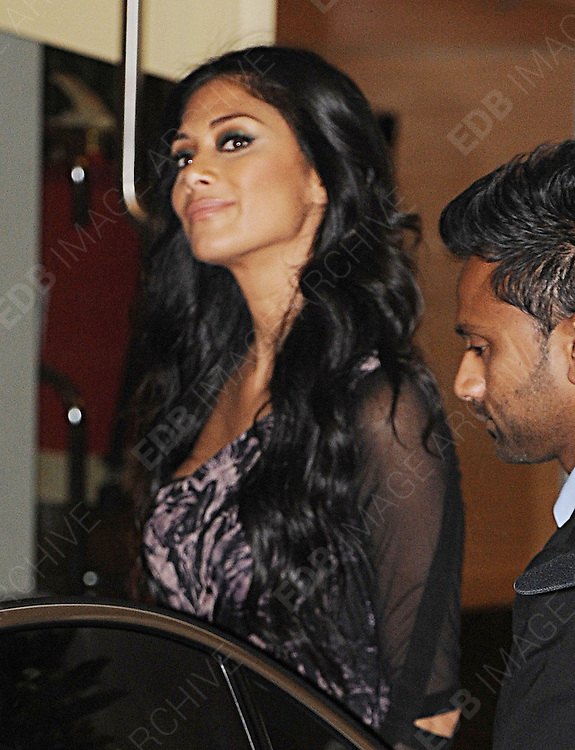 14.OCTOBER.2012. LONDON<br /> <br /> JUDGE NICOLE SCHERZINGER LEAVING THE X-FACTOR STUDIOS AFTER THE RESULTS SHOW.<br /> <br /> BYLINE: EDBIMAGEARCHIVE.CO.UK<br /> <br /> *THIS IMAGE IS STRICTLY FOR UK NEWSPAPERS AND MAGAZINES ONLY*<br /> *FOR WORLD WIDE SALES AND WEB USE PLEASE CONTACT EDBIMAGEARCHIVE - 0208 954 5968*