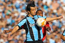 Lance da partida entre as equipes do Grêmio e Internacional, realizada no Estadio Olimpico, em Porto Alegre, válida pela final do Campeonato Gaúcho. Foto:Jefferson Bernardes/Preview.com