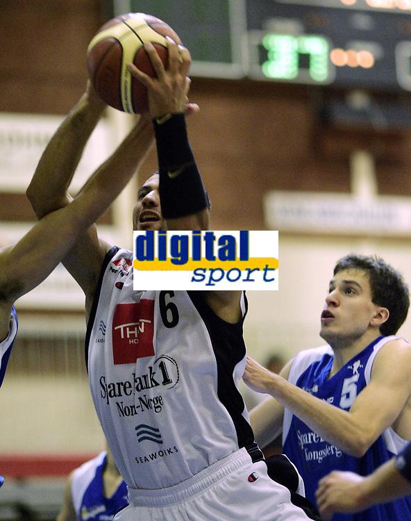 Basketball <br /> BLNO 2006/2007<br /> 03.11.2006<br /> Kongsberg Penguins v Harstad Vikings<br /> Foto: Morten Olsen, Digitalsport<br /> <br /> Marco Elsafadi - Harstad (6)<br /> Bj&oslash;rn Lundestad - Kongsberg