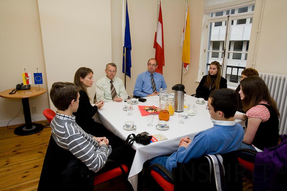 BRUSSELS - BELGIUM - 7 OCTOBER 2008 --  Students at Karnten office. Photo: Erik Luntang.