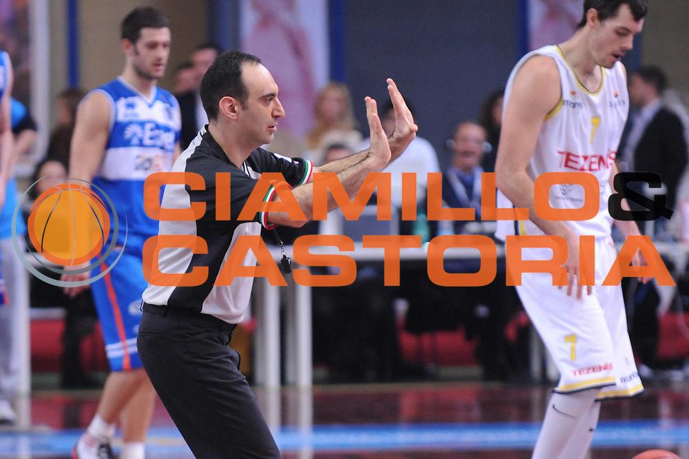 DESCRIZIONE : Bari Lega A2 2011-12 Toys&amp;More Final Four Coppa Italia Semifinale Tezenis Verona Enel Brindisi<br /> GIOCATORE : Arbitro<br /> CATEGORIA : <br /> SQUADRA : <br /> EVENTO : Campionato Lega A2 2011-2012<br /> GARA : Tezenis Verona Enel Brindisi<br /> DATA : 03/03/2012<br /> SPORT : Pallacanestro<br /> AUTORE : Agenzia Ciamillo-Castoria/M.Marchi<br /> Galleria : Lega Basket A2 2011-2012  <br /> Fotonotizia : Bari Lega A2 2010-11 Toys&amp;More Final Four Coppa Italia Semifinale Tezenis Verona Enel Brindisi<br /> Predefinita :