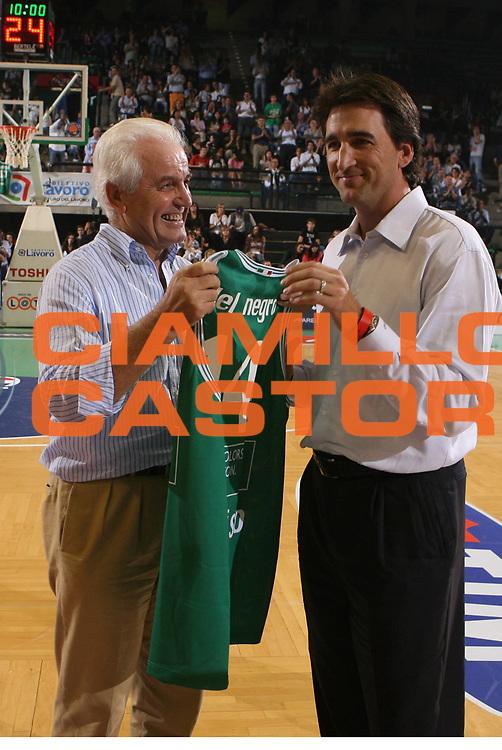 DESCRIZIONE : Treviso Campionato Lega A1 2006-2007 Supercoppa Benetton Treviso Eldo Napoli<br />GIOCATORE : Benetton Del Negro Premiazione  <br />SQUADRA : Benetton Treviso<br />EVENTO : Campionato Lega A1 2006-2007 Supercoppa Benetton Treviso Eldo Napoli <br />GARA : Benetton Treviso Eldo Napoli <br />DATA : 01/10/2006 <br />CATEGORIA : <br />SPORT : Pallacanestro <br />AUTORE : Agenzia Ciamillo-Castoria/G.Ciamillo