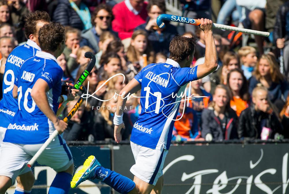 BLOEMENDAAL  -   Bjorn Kellerman (Kampong) heeft de stand op 0-1 gebracht tijdens  de play offs heren hoofdklasse Bloemendaal-Kampong (0-2) . Kampong plaatst zich voor de finale.  COPYRIGHT KOEN SUYK