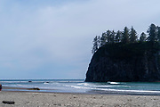 Seastack, Rialto Beach, Olympic National Park, Washington, USA.