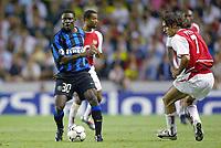 Fotball<br /> UEFA Champions League 2003/2004<br /> Arsenal v Inter<br /> 17.09.2003<br /> NORWAY ONLY<br /> Foto: Digitalsport<br /> <br /> FOOTBALL - CHAMPIONS LEAGUE 2003/04 - 1ST ROUND - GROUP B - 030917 - ARSENAL FC v FC INTERNAZIONALE - OBAFEMI MARTINS (INT) / ROBERT PIRES (ARS) - PHOTO LAURENT BAHEUX