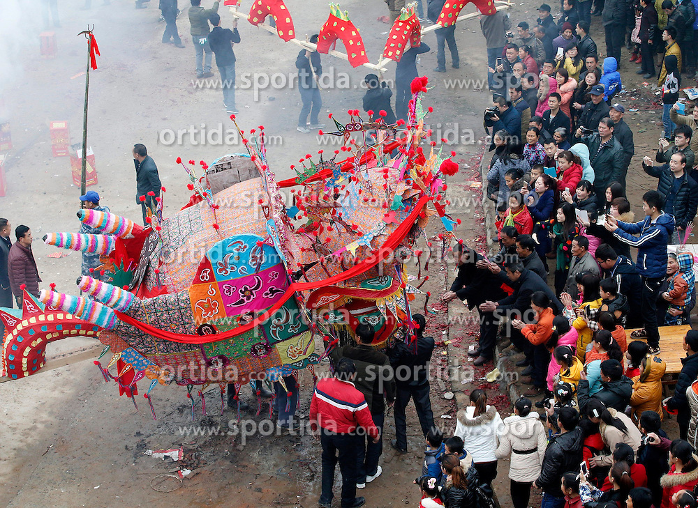 Villagers carry benches as they take part in a dragon lantern dance in Maowan Village of Madang Township in Pengze County, east China's Jiangxi Province, Feb. 22, 2015. Villagers here carried 115 benches to form a dragon lantern so as to pray for good fortune. EXPA Pictures &copy; 2015, PhotoCredit: EXPA/ Photoshot/ Shen Junfeng<br /> <br /> *****ATTENTION - for AUT, SLO, CRO, SRB, BIH, MAZ only*****