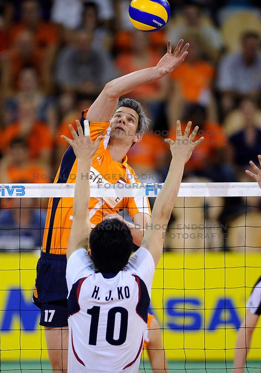 09-07-2010 VOLLEYBAL: WLV NEDERLAND - ZUID KOREA: EINDHOVEN<br /> Nederland verslaat Zuid Korea met 3-1 / Rob Bontje<br /> &copy;2010-WWW.FOTOHOOGENDOORN.NL