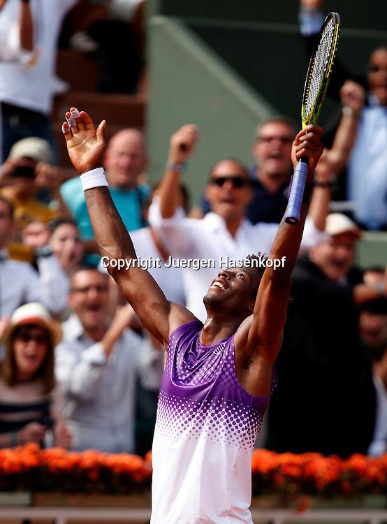French Open 2011, Roland Garros,Paris,ITF Grand Slam Tennis Tournament . Gael Monfils (FRA) jubelt nach seinem Sieg,Jubel, Freude,Emotion,