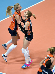 06-01-2016 TUR: European Olympic Qualification Tournament Turkije - Nederland, Ankara<br /> Nederland start sterk en pakt de eerste set / Vreugde bij Laura Dijkema #14, Debby Stam-Pilon #16