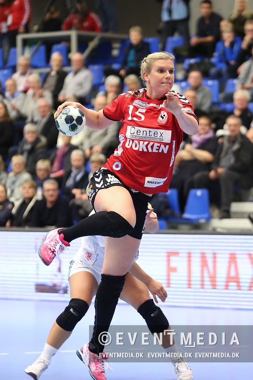 Jenny Alm (#15), Team Esbjerg. EHF Champions League Main Round group match between Team Esbjerg and Györi Audi ETO KC in Blue Water Dokken, Esbjerg, Danmark, 5.02.2017. Photo Credit: Allan Jensen/EVENTMEDIA.
