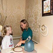 NLD/Den Haag/20180923 - Prinses Margarita exposeert bij Masterly The Hague, Prinses Margarita de Bourbon de Parme  geeft uitleg over  de juwelen