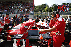 August 28, 2016 - Spa Francorchamps, Belgium - Motorsports: FIA Formula One World Championship 2016, Grand Prix of Belgium, .mechanic of Scuderia Ferrari  (Credit Image: © Hoch Zwei via ZUMA Wire)