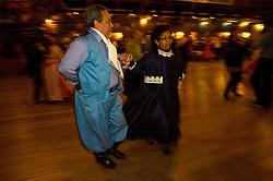 As danças do Fandango foram trazidas pelos portugueses dos Açores e no Rio Grande do Sul apresentam  marcados traços de influência espanhola. Caracterizado por movimentos vivos e agitados, as coreogragias estão intimamente ligadas ao canto. FOTO: Lucas Uebel/Preview.com