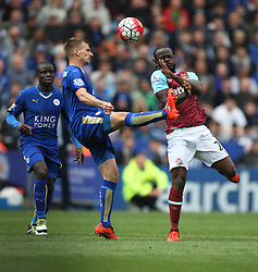 Marc Albrighton of Leicester City (L) and Victor Moses of West Ham United in action - Mandatory by-line: Jack Phillips/JMP - 17/04/2016 - FOOTBALL - King Power Stadium - Leicester, England - Leicester City v West Ham United - Barclays Premier League