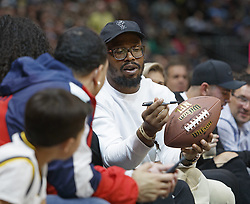 October 21, 2018 - Denver, Colorado, U.S - Denver Broncos OLB VON MILLER, signs a football with team mates for Rocky the mascot to throw into the stands during the 2nd. Half at the Pepsi Center Sunday night. The Nuggets beat the Warriors 100-98. (Credit Image: © Hector Acevedo/ZUMA Wire)