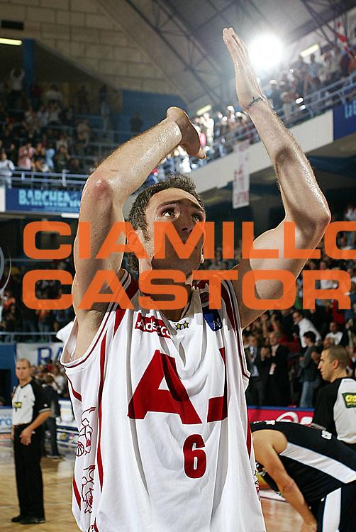 DESCRIZIONE : MILANO CAMPIONATO LEGA A1 2005-2006<br />GIOCATORE : SCHULTZE<br />SQUADRA : ARMANI JEANS MILANO<br />EVENTO : CAMPIONATO LEGA A1 2005-2006<br />GARA : ARMANI JEANS MILANO-UPEA CAPODORLANDO<br />DATA : 23/10/2005<br />CATEGORIA : Esultanza<br />SPORT : Pallacanestro<br />AUTORE : AGENZIA CIAMILLO &amp; CASTORIA/Stefano Ceretti