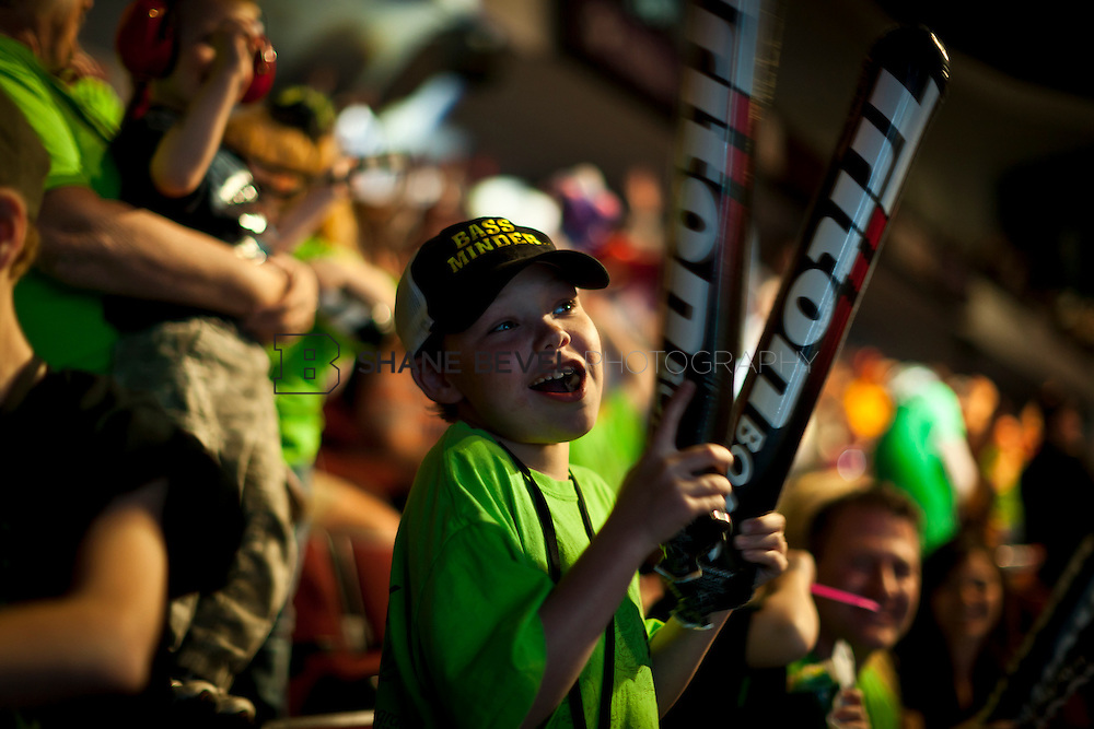 2/26/12 5:47:39 PM -- during the 2012 Bassmaster Classic on the Red River in Shreveport, La. ..Photo by Shane Bevel. Fans cheer at the final weigh in.