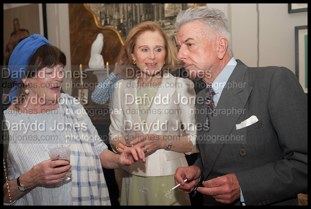 MIN HOGG; EVA DUGDALE-PENO; NICKY HASLAM, Nicky Haslam hosts a party to launch a book by  Maureen Footer 'George Stacey and the Creation of American Chic' . With a foreword by Mario Buatta. Kensington. London. 11 June 2014