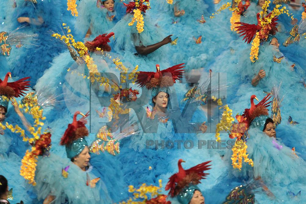 S&Atilde;O PAULO,SP, 05.02.2016 &shy; CARNAVAL&shy;SP &shy; Integrantes da escola de samba P&eacute;rola<br /> Negra durante primeiro dia de desfiles do grupo especial do Carnaval de S&atilde;o Paulo no<br /> Samb&oacute;dromo do Anhembi na regi&atilde;o norte da capital paulista na noite desta sexta&shy;feira, 05.<br /> (Foto: Marcio Ribeiro/Brazil Photo Press/Folhapress)