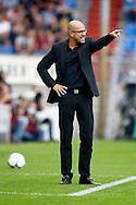 09-08-2015 VOETBAL: WILLEM II-VITESSE:TILBURG<br /> Trainer/Coach Peter Bosz van Vitesse <br /> <br /> Foto: Geert van Erven