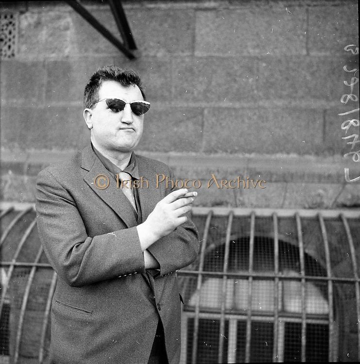Brendan Behan leaving the High Court..09.02.1961