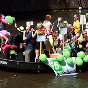 NLD/Amsterdam/20070804 - Gaypride Canalparade 2007, boot van politieke partij D'66
