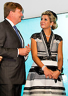 4-11-2016 Brisbane  - King Willem-Alexander and Queen Maxima of The Netherlands visit the Queensland University of Technology for an water seminar at the Cube in Brisbane, Australia, 4 November 2016. Chancellor Fairfax of the University and Premier of Queensland Anastacia Palaszczuk welcome host the visit. During the visit the King and the Queen launch the Smart Urban Water Management Tool and meet students about Australia-Netherlands Water Challenge 2017. The Dutch King and Queen are in Australia for an 5 day state visit. COPYRIGHT ROBIN UTRECHT staatsbezoek van koning willem alexander en koningin maxima aan australie Water seminar bij The Cube locatie: Queensland University of Technology universiteit