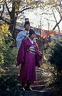 traditional wedding for modern couples. ///the  husband and a priest le marié et un prêtre ///R00029/2    L2679  /  R00029  /  P0002954