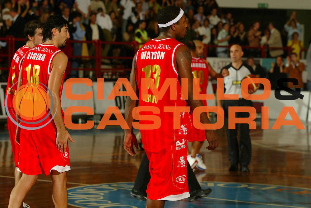 DESCRIZIONE : Porto San Giorgio Lega A1 2006-07 Premiata Montegranaro Armani Jeans Milano<br />GIOCATORE : Watson Calabria <br />SQUADRA : Armani Jeans Milano    <br />EVENTO : Campionato Lega A1 2006-2007 <br />GARA : Premiata Montegranaro Armani Jeans Milano   <br />DATA : 22/10/2006 <br />CATEGORIA : Delusione <br />SPORT : Pallacanestro <br />AUTORE : Agenzia Ciamillo-Castoria/M.Marchi
