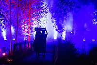 )))((( Visual Festival, 21. - 23.9.2018, Botania, Joensuu Finland. María Ellingsen and Rasia Foster doing a Dance Improvisation to Kari Kola's light Installation.