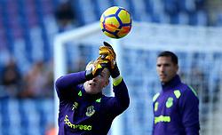 Jordan Pickford of Everton spills the ball - Mandatory by-line: Robbie Stephenson/JMP - 29/10/2017 - FOOTBALL - King Power Stadium - Leicester, England - Leicester City v Everton - Premier League