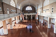 New york Eliss island immigration museum , main hall.  Ellis Island is an island in New York Harbor. It was the gateway for millions of immigrants to the United States and was the nation's busiest immigrant inspection station from 1892 until 1954/  ile de Ellis island dans la baie de New York, musee de l'immigration