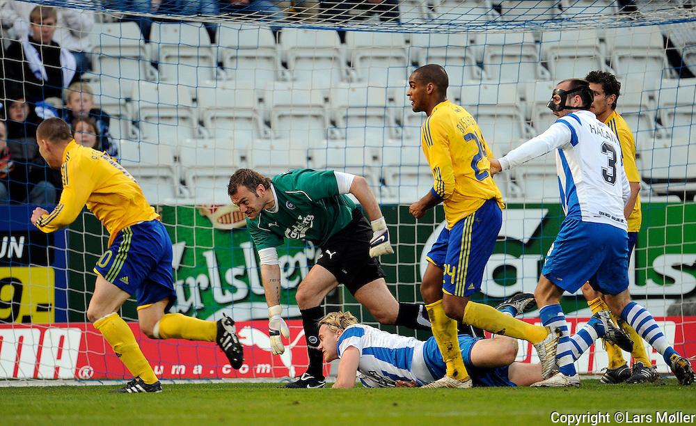 DK:<br /> 20100411, Odense, Danmark:<br /> SAS Liga OB - Br&oslash;ndby:<br /> Keeper Roy Carrol, OB Odense. efter sammenst&oslash;det med Jonas Troest, OB Odense.<br /> Foto: Lars M&oslash;ller<br /> UK: <br /> 20100411, Odense, Denmark:<br /> SAS League OB - Brondby:<br /> Keeper Roy Carrol, OB Odense. efter sammenst&oslash;det med Jonas Troest, OB Odense.<br /> Photo: Lars Moeller