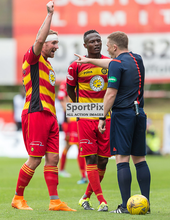 Ryan Stevenson and Abdhul Osman argue with the referee over a penalty claim during the Scottish Premiership match between Partick Thistle and Celtic (c) ROSS EAGLESHAM | Sportpix.co.uk