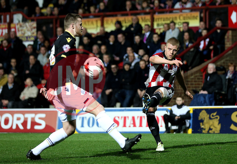 Jake Bidwell of Brentford crosses the ball past Niall Maher of Bolton Wanderers - Mandatory by-line: Robbie Stephenson/JMP - 05/04/2016 - FOOTBALL - Griffin Park - Brentford, England - Brentford v Bolton Wanderers - Sky Bet Championship